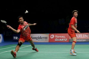 Pemain ganda campuran Indonesia, Tontowi Ahmad - Liliyana Natsir meluapkan kegembiraan saat bertanding melawan pemain ganda campuran Malaysia, Chan Peng Soon - Yen Wei Peck pada pertandingan semifinal BCA Indonesia Open Super Series Premier 2017 di Plenary Hall, Jakarta Convention Center, Sabtu (17/6/2017)