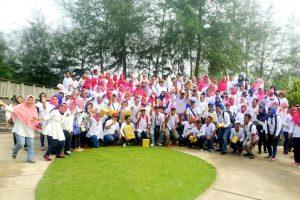 Peserta Family Gathering Dinas Pendidikan Foto bersama
