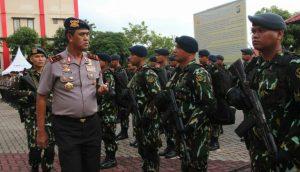 Kapolda Kepri Irjen Pol Sam Budigusdian saat memeriksa barisan Satbrimob polda kepri yang akan di tugaskan di Tinombala Sulawesi Tengah.